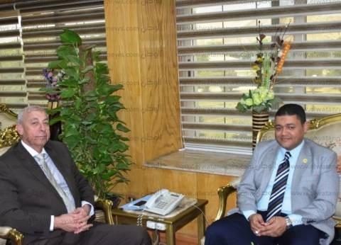 """محافظ أسوان يلتقي رئيس """"غاز مصر"""" لاستكمال توصيل الغاز بالمناطق"""