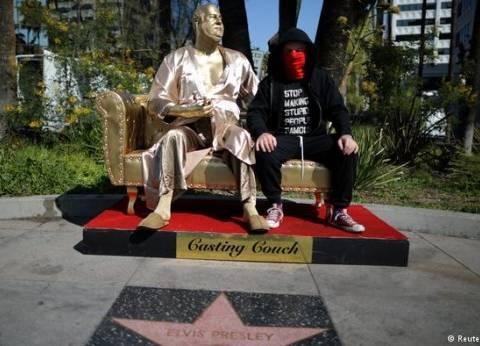 تمثال للمنتج المتهم بالتحرش هارفي واينستين قرب حفل الأوسكار