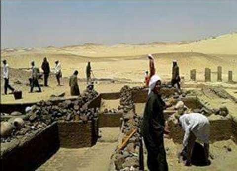 البعثة المصرية الألمانية تواصل أعمال الحفر والاستكشاف فى المنيا