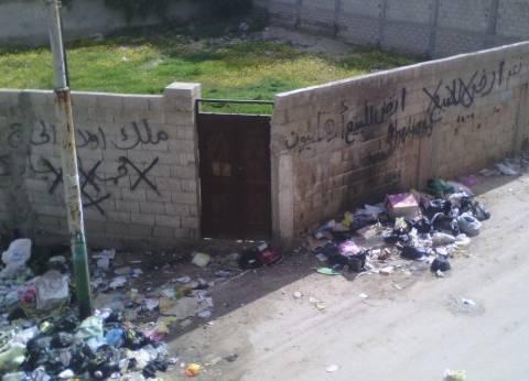 القمامة تحتل شوارع العريش.. ومواطنون يلقون باللوم على شركة النظافة