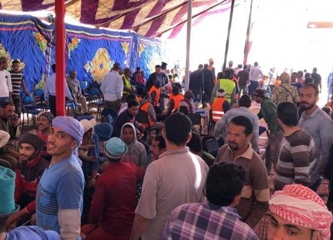 """""""بنبني وبنشارك"""".. عمال العاصمة الإدارية يدلون بأصواتهم في الاستفتاء"""