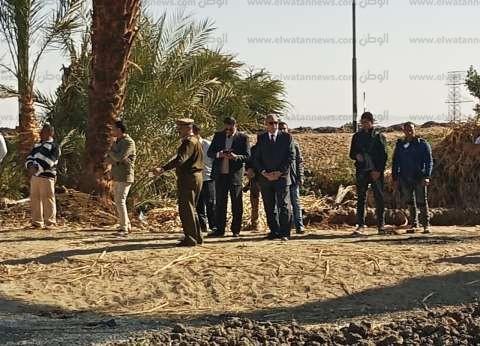 محافظ قنا يستكمل حملة إزالة التعديات بعد اعتداء الأهالي على أفرادها