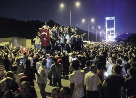 لبنانيون ينظمون مسيرة ببيروت احتفالا بفشل انقلاب تركيا