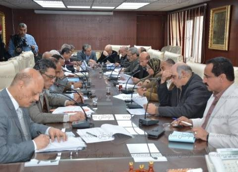 محافظ الغربية يعقد اجتماعا لمناقشة مشروعات الإسكان