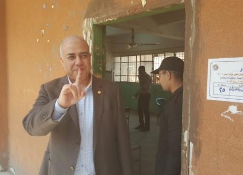 """رئيس """"مترو الأنفاق"""" يدلي بصوته في الاستفتاء على التعديلات الدستورية"""