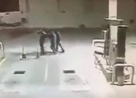 بالفيديو  كلب يمنع سرقة قرب محطة وقود في المكسيك وينقذ صاحبه