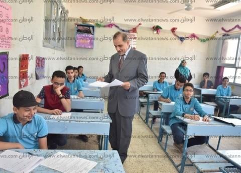 بالصور| محافظ أسيوط يتفقد لجان امتحانات الشهادة الإعدادية في أسيوط