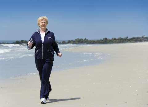 """دراسة: """"المشي"""" في الهواء الطلق يطيل العمر"""