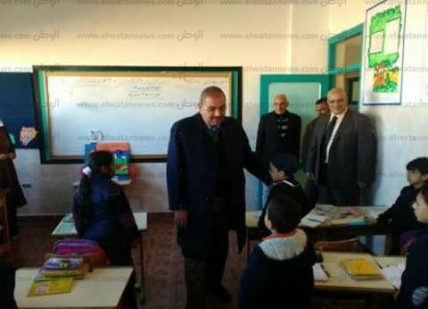 """وكيل """"التربية والتعليم"""" يتفقد مدرسة """"الهدى"""".. ويوجه المعلمين بالانضباط"""
