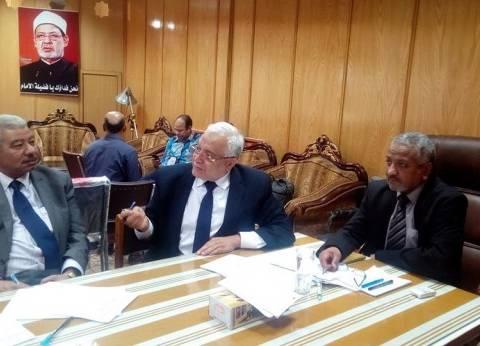 نائب رئيس جامعة الأزهر لوجه قبلي يبحث خطة مباني المستشفى الجامعي