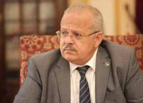 رئيس جامعة القاهرة: شهادة تقدير ومكافأة لعامل في مدينة الطلبة