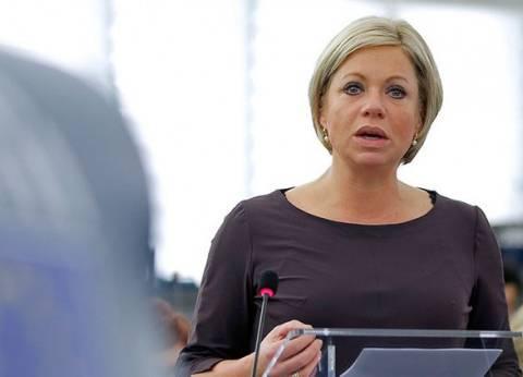 """وزيرة الدفاع الهولندية تخضع للجراحة بسبب """"بكتيريا آكلة اللحوم"""""""