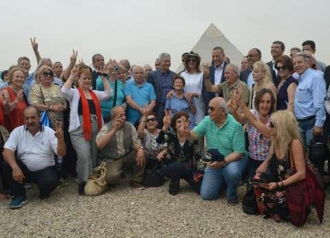 وفد اليونان وقبرص يزور الأهرامات.. ومكرم: مصر بلد الأمن والأمان