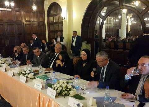 محافظ المنيا يطالب بسوق دائم لمنتجات القرى المصرية