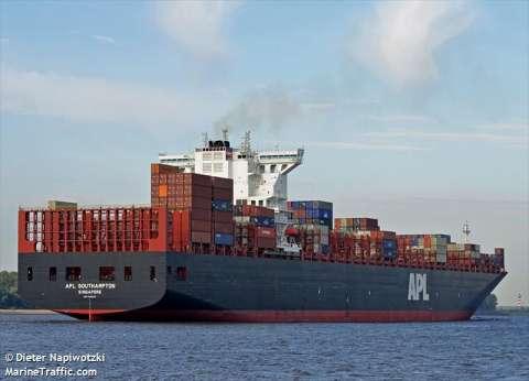 """""""الجمارك"""": إحباط تهريب خمور ومستحضرات تجميل وأقراص مخدرة عبر مينائي شرق بورسعيد وسفاجا"""