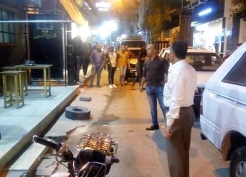 بالصور| إغلاق مقهى ورفع الإشغالات بمحيط كورنيش النيل في دمياط