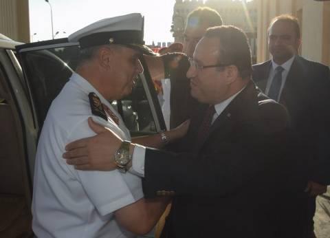 قائد القوات البحرية يهنئ محافظ الإسكندرية بتوليه مهام منصبه