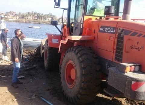 محافظ دمياط تتابع أعمال إزالة التعديات على نهر النيل