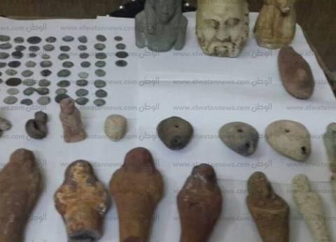 """""""الآثار"""" تتسلم 28 قطعة نقدية أثرية ضبطت بمطار القاهرة"""
