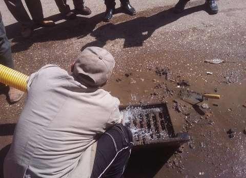 نائب محافظ القاهرة: استمرار أعمال تطهير بالوعات الصرف بالشوارع