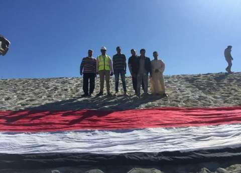 علم مصر يغطي سد مرسى علمفي احتفال البحر الأحمر بعيدها القومي