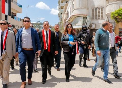 محافظ دمياط تتفقد لجان الاقتراع وتلتقي المشرفين على الانتخابات