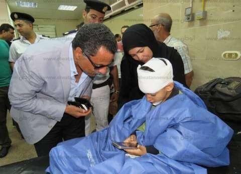 """مدير أمن الإسماعيلية يطمئن على تلاميذ حادث """"أتوبيس القنطرة"""""""