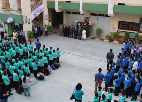 بالصور| في أول يوم دراسة.. محافظ الفيوم يتفقد عددا من المدارس الخاصة