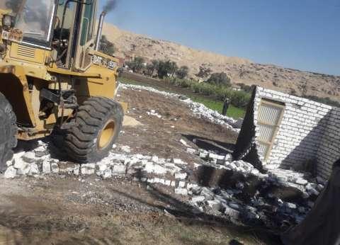 بالصور  حملة إزالة لتعديات على أراضى الدولة بمركز إدفو بأسوان