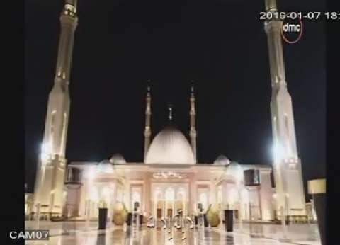 بالصور| الفضائيات المصرية تبث الأذان بلقطات من مسجد «الفتاح العليم»