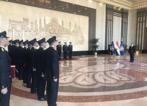 وزير الداخلية: حريصون على تعزيز جودة الخدمات الطبية المقدمة للضباط