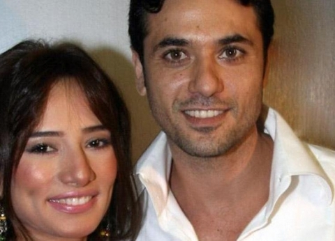 محكمة الأسرة تلزم أحمد عز بـ30 ألف جنيه نفقة شهرية لتوأم زينة