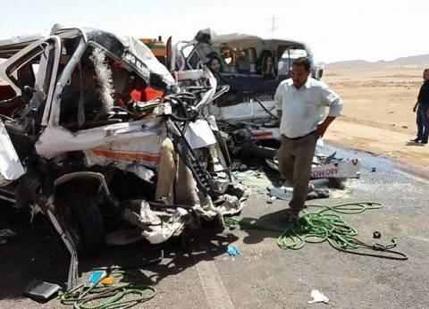 مصرع شخصين وإصابة 14 آخرين في حادث تصادم بطريق الوادي الجديد