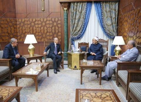 بالفيديو| شيخ الأزهر يلتقي الأمين العام لجامعة الدول العربية