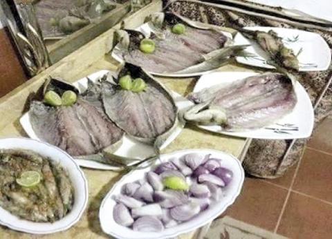 أكلة «فسيخ ورنجة» تُفرغ جيوب المصريين: «شِمّ» على قد لحافك