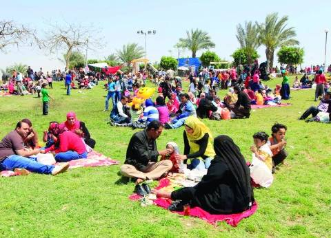 انتشار أمني مكثف أمام الحدائق العامة والمتنزهات بالقاهرة
