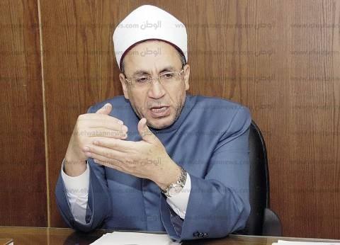 """""""البحوث الإسلامية"""": لا يجوز استعمال العنف مع من يمر أمام المصلي"""