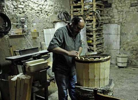 البراميل الخشبية.. ورش «الأنفوشى» تبحث عن صنايعية
