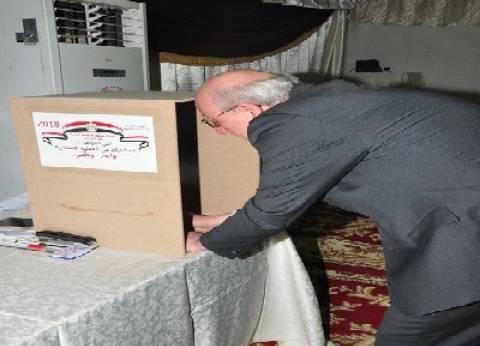 بالصور| سفير مصر بالسعودية يدلي بصوته في الانتخابات