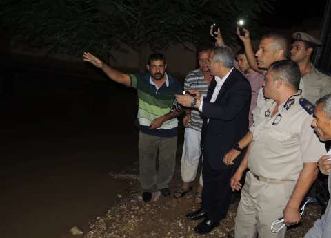 بالصور| مدير أمن سوهاج يتفقد القرى المتضررة من السيول