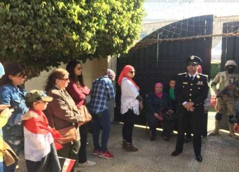 الناخبون يتوافدون على لجان مصر الجديدة للتصويت
