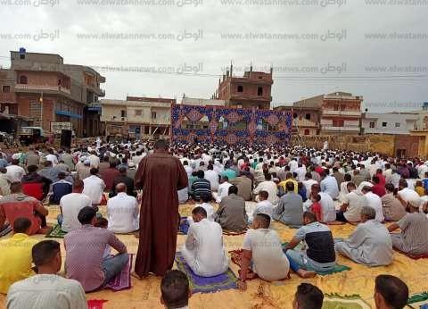 بالصور  المئات من أبناء كفر الشيخ يؤدون صلاة عيد الفطر