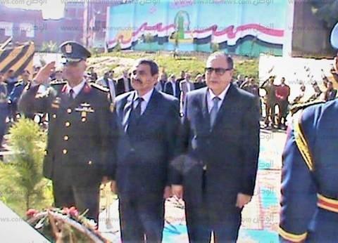 بالصور| مدير أمن كفر الشيخ يضع أكليلا من الزهور على قبر الجندي المجهول