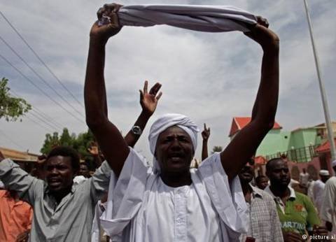 الشرطة السودانية تفرق محتجين بالغاز المسيل للدموع