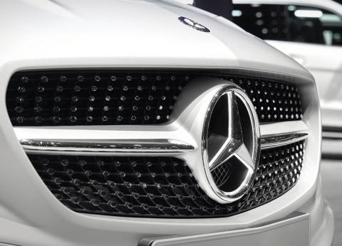 «مرسيدس - بنز».. العلامة التجارية الأهم عالمياً بين السيارات الأوروبية الفاخرة