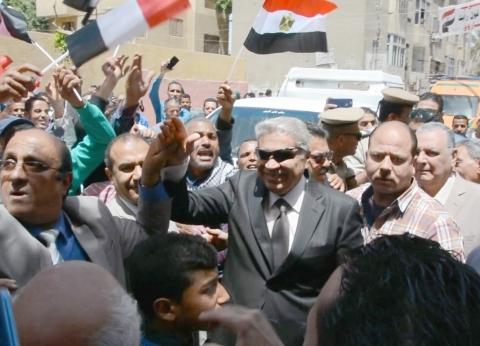 محافظ المنيا يتقدم مسيرة تدعم تعديلات الدستور في أبوقرقاص