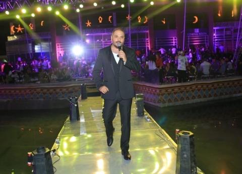 """رامي عياش يطلق ألبوم """"قصة حب"""" مع """"مزيكا وعالم الفن"""""""