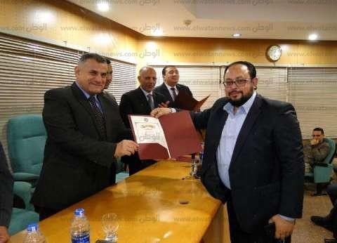 تكريم اللجنة المنظمة لمعرض دمنهور الثاني للكتاب