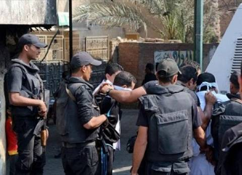 """القبض على 4 متهمين أثناء سرقتهم سيارة في """"أبو النمرس"""""""
