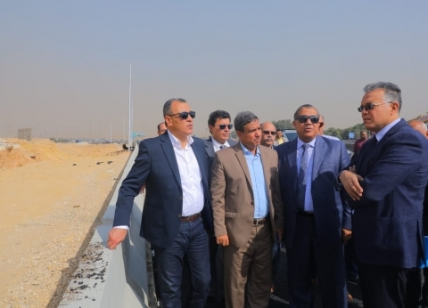 وزير النقل يتفقد أعمال إنشاء طريق داعم لـ«الدائرى» بتكلفة 150 مليون جنيه.. ويلتقى العاملين بالمشروع